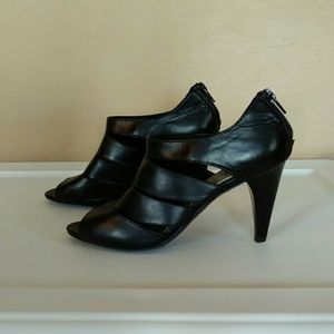 Fioni Size 5.5 Black Faux Leather Cage Sandals